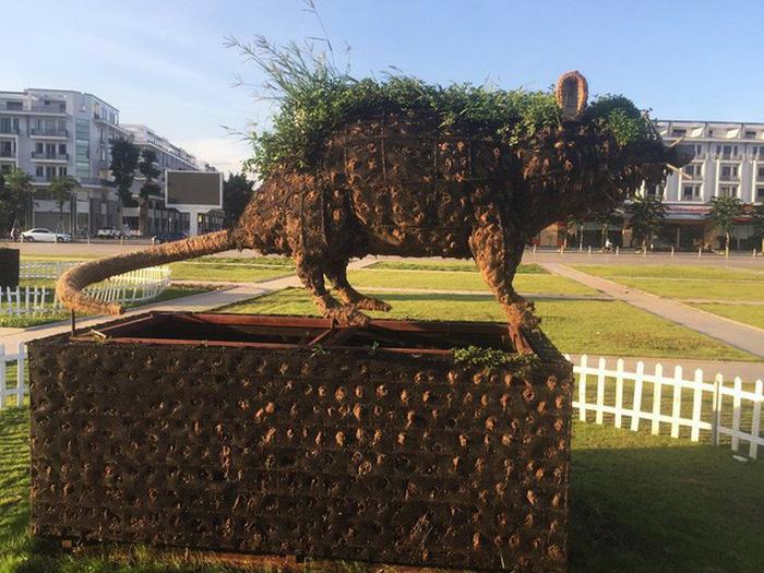 Statues of 12 zodiac animals an eyesore in Ha Long square