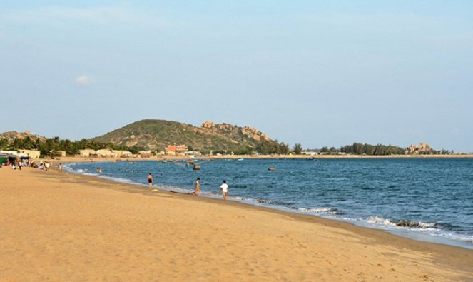 ​Father drowns trying to save child at Vietnamese beach