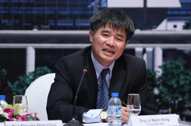 Director of Vietnam's airport watchdog signs 76 appointments prior to retirement