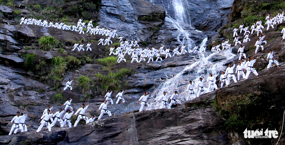​Vietnamese karate students complete training program in mountains