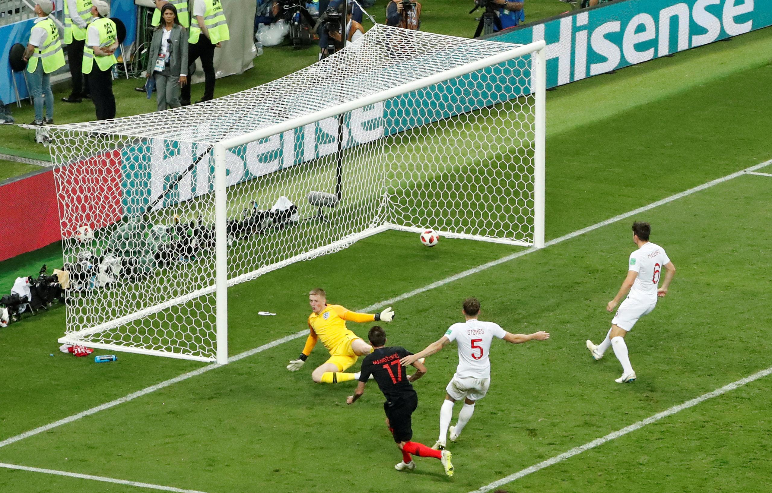 Mandzukic sends Croatia to first World Cup final