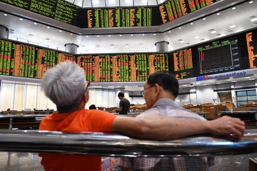 SE Asia Stocks-Singapore snaps 2 days of gains, Vietnam slumps