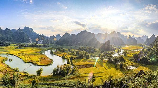 Tranquil life by Quay Son River in northern Vietnam (photos)