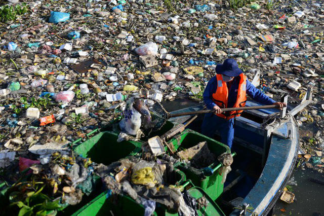Up to 40 tons of trash collected daily from Ho Chi Minh City's major canals