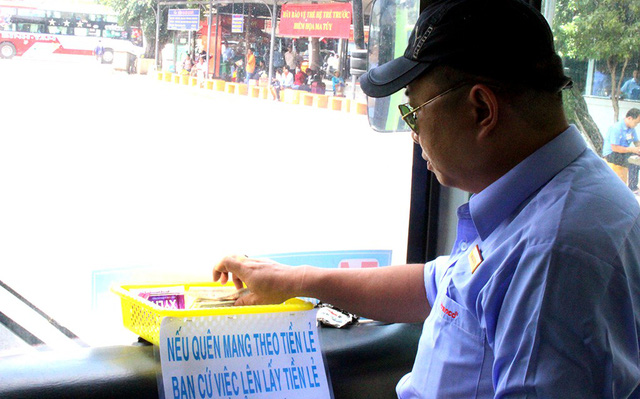 Saigon bus driver wins passengers' hearts with small acts of kindness