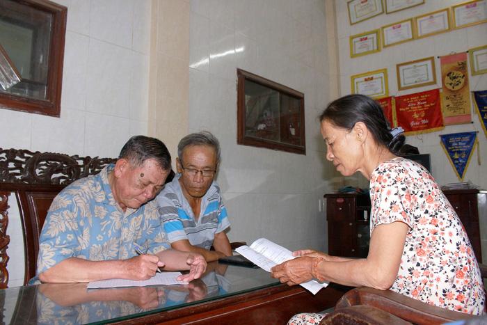 Public-spirited father, son hero of illiterate community in central Vietnam