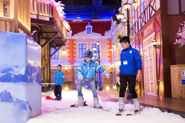 Young people enjoy snow games for summer break in Saigon