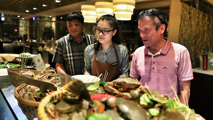 ​​Dining at five-star hotels gradually becoming a norm for Vietnamese