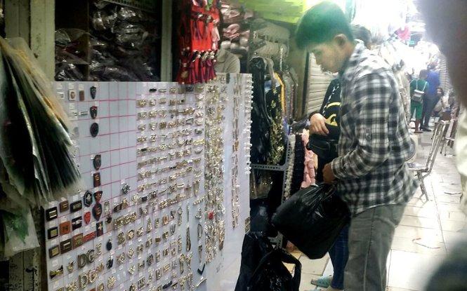 Vietnamese businesses demand sterner oversight of fake goods