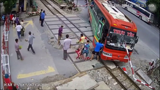 ​Passengers escape from sleeper bus in dramatic railway barrier crash in Vietnam