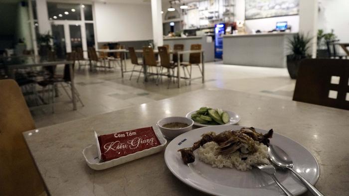 Popular 'com tam' restaurant in Saigon found using alleged 'strange ingredients'