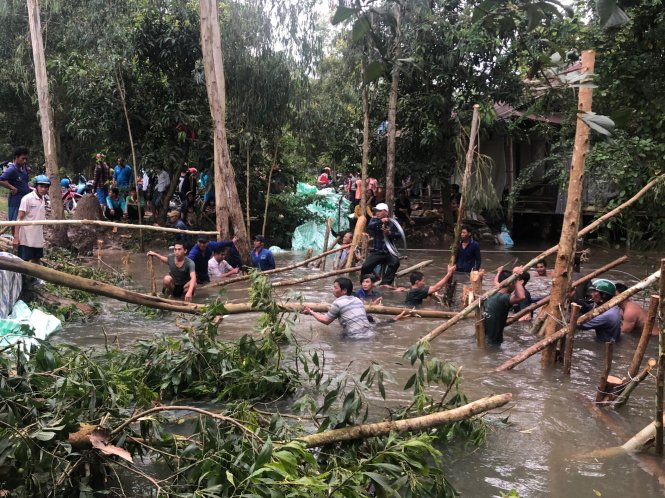Residents grapple with abnormal floods in Vietnam's Mekong Delta