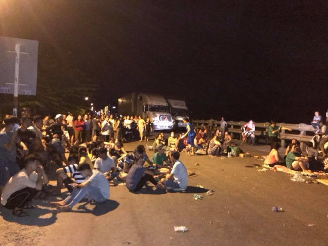Residents block national highway to request relocation of landfill in Vietnam