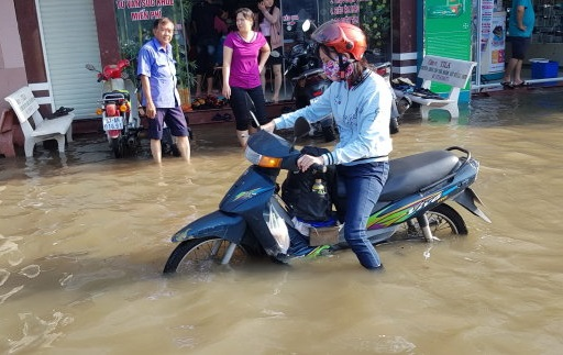 High tide breaks records, causes severe inundation in Vietnam's Can Tho City