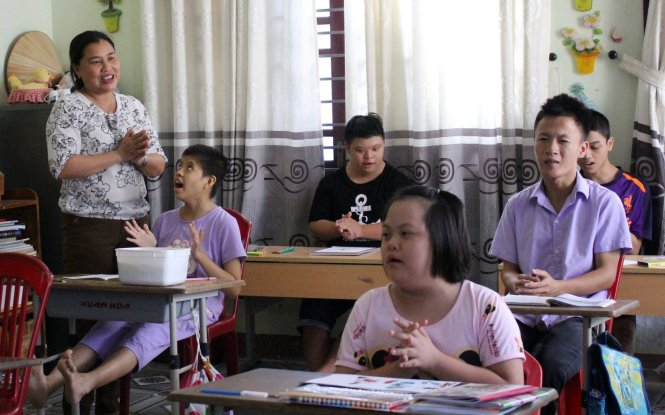 Vietnamese teacher committed to giving disabled children healthy future