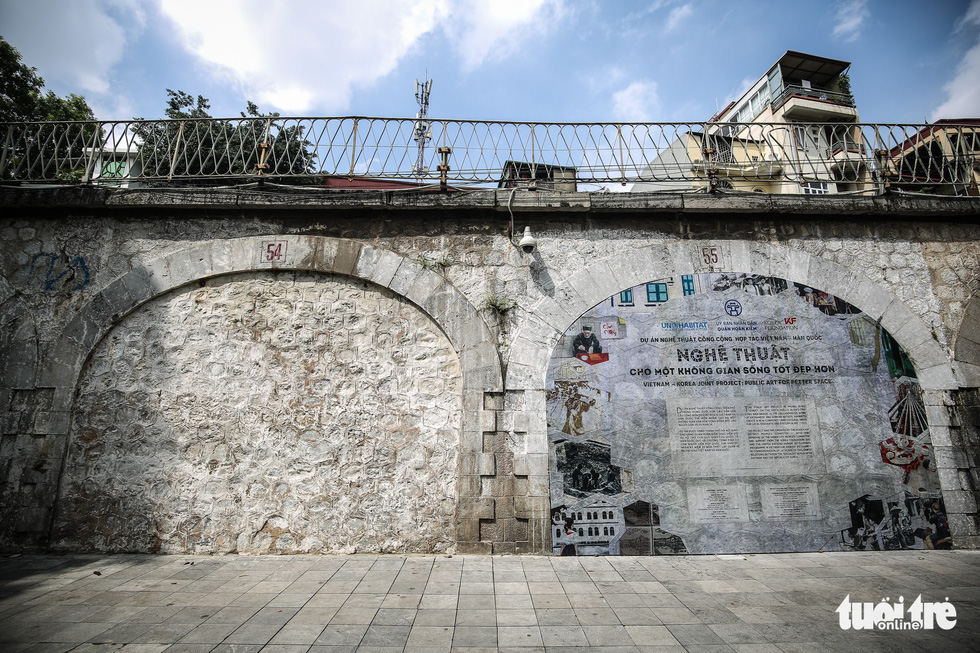 A mural wall in Phung Hung Street in Hoan Kiem District, Hanoi is seen in this photo. Photo: Tuoi Tre