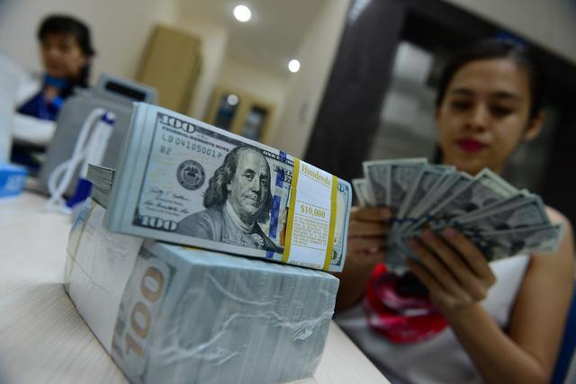 US dollar banknotes in circulation in Vietnam. Photo: Tuoi Tre