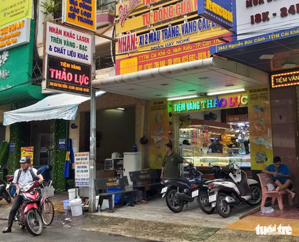 Owner of Vietnam gold shop fined for dollar exchange mulls lawsuit against authorities