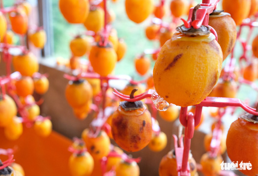 The fruit forms a delicate surface with dust-like particles. Photo: Tuoi Tre