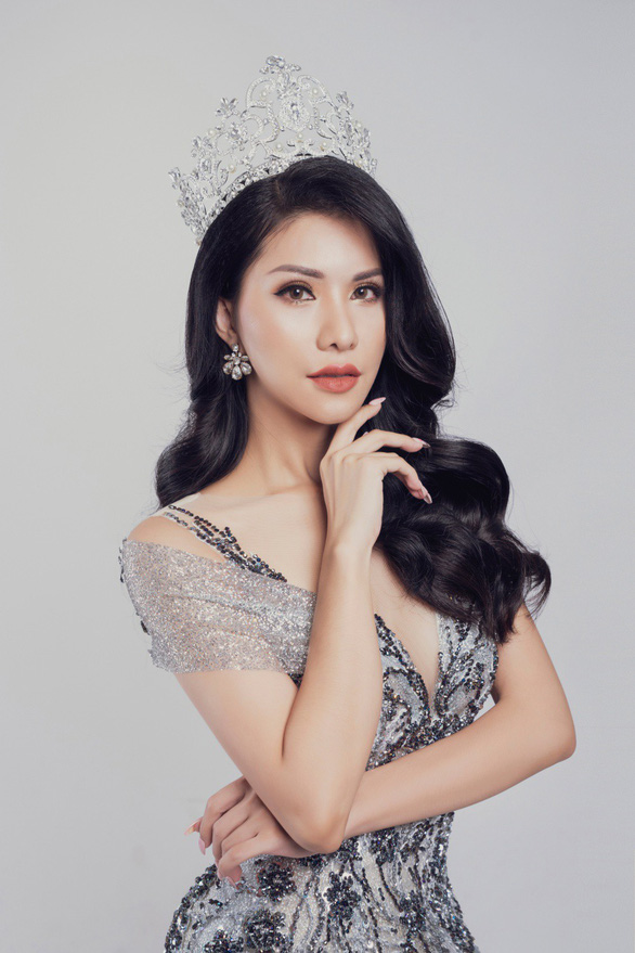 Vietnamese flight attendant to compete at Mrs International 2018