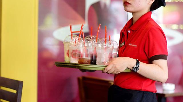 Single-use plastics storm Vietnam's coffee shops