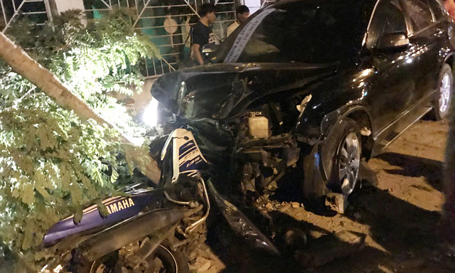 Deputy police chief crashes car into motorbikes, injuring two in southern Vietnam