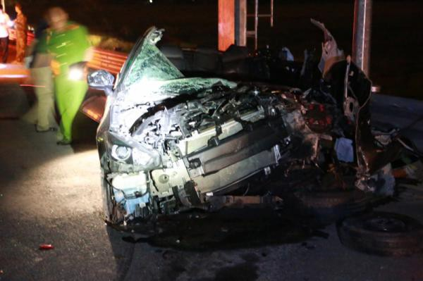 The Mazda 3 was severely damaged. Photo: Quang Yen police