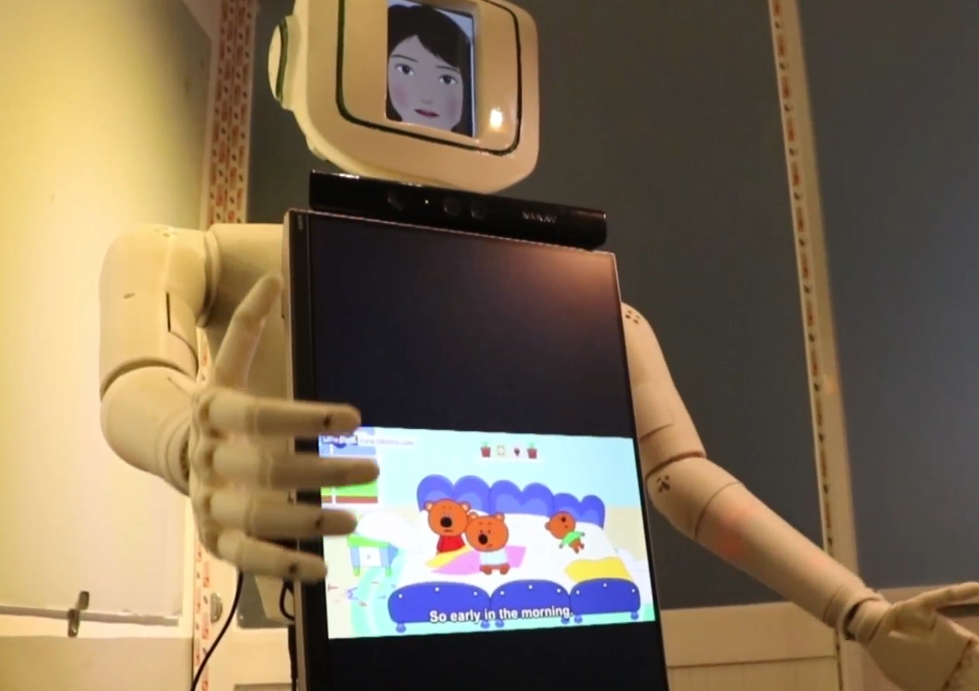 Vietnamese college student creates English-teaching robot