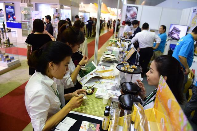 Vietnamese drop big bucks on food, beverages: report