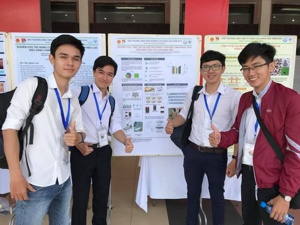 Vietnamese college students design award-winning massage bot