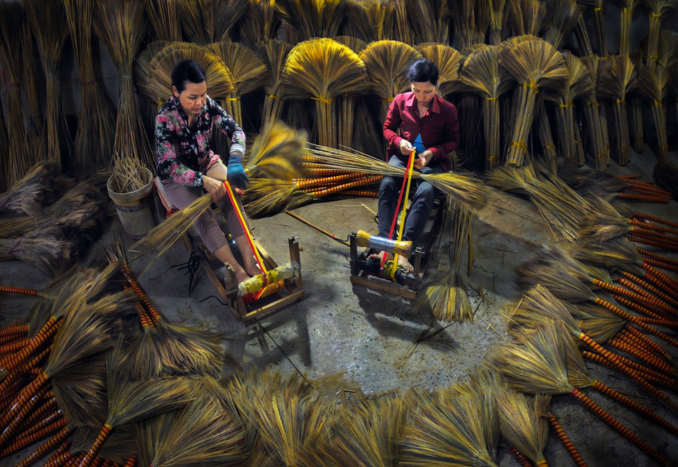 "Photo ""Lanh nghe"" (Craftsmanship) by Nguyen Thanh An"