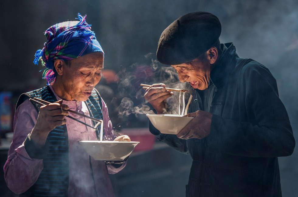 "Photo ""Bua sang o cho"" (Breakfast at the market) by Nguyen Xuan Chinh"