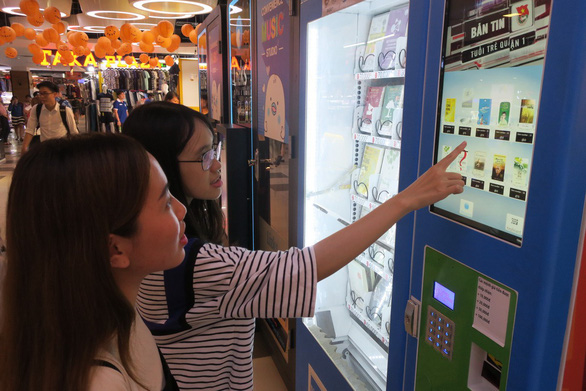First-ever book vending machine put to use in Saigon
