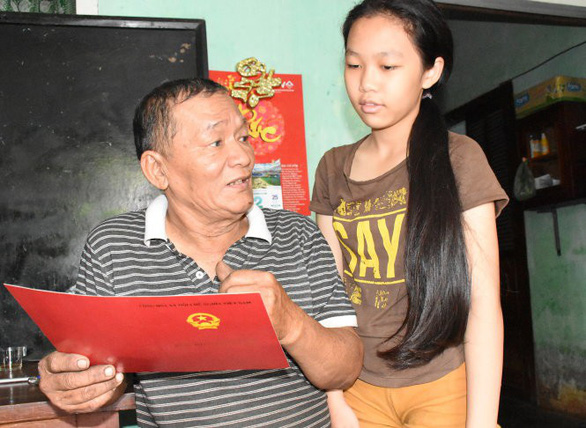 Hoang Tien Mai holds his Bachelor of Laws in his house in Phu Yen Province, south-central Vietnam. Photo: Tuoi Tre