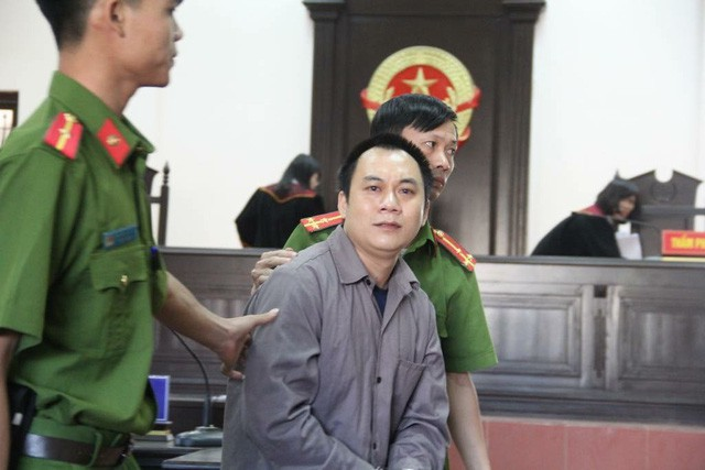 Le Ngoc Hoang, driver of the semi-trailer truck, appears at a court in Thai Nguyen Province in northern Vietnam on November 2, 2018. Photo: otofun.net