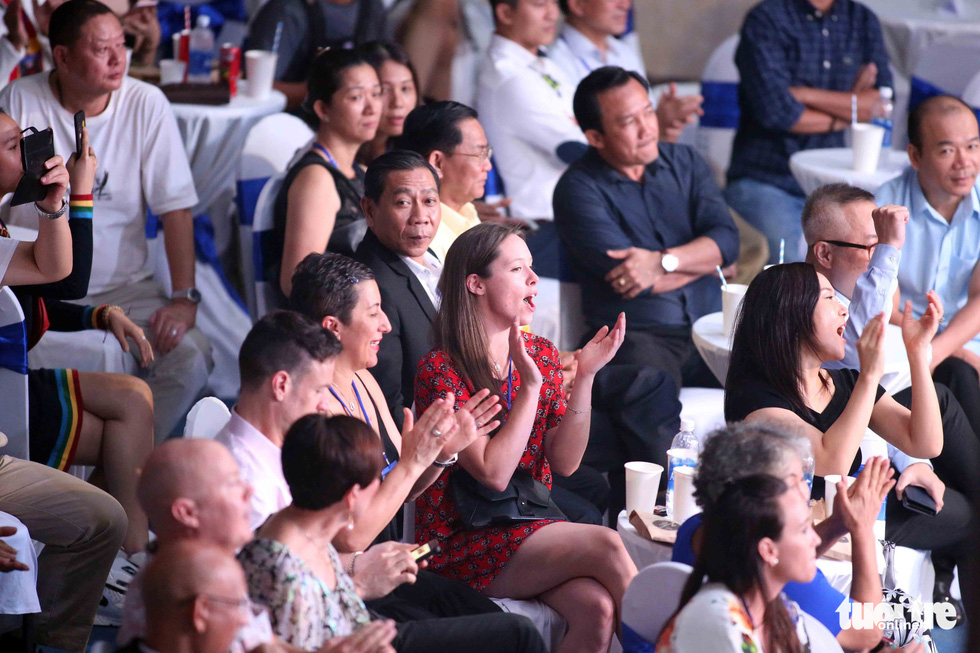 Supporters cheer on boxers at the Victory8 boxing tournament in Ho Chi Minh City on October 3, 2018. Photo: Tuoi Tre