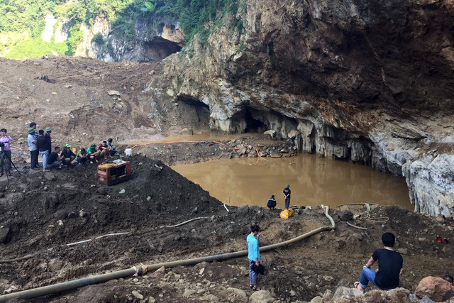 The entrance of the cave is seen in Hoa Binh Province, northern Vietnam, November 4, 2018. Photo: Tuoi Tre