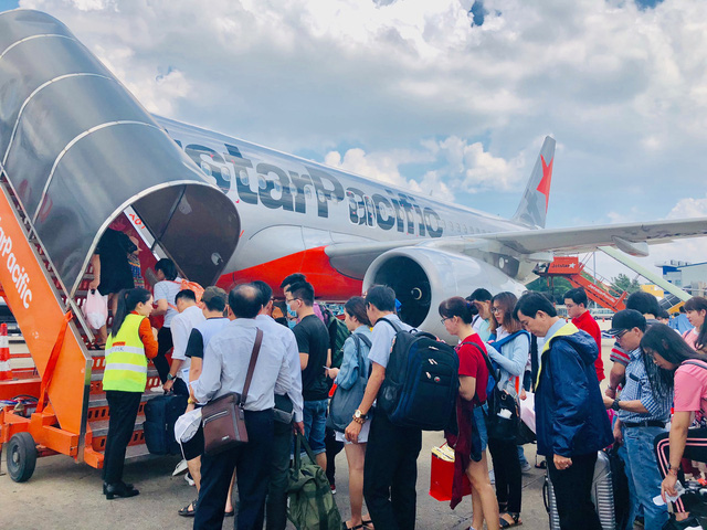 Passengers angered as Vietnamese carrier cancels flight after two-hour delay