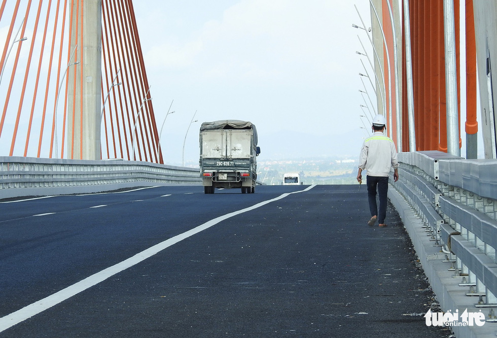 A truck runs on the Bach Dang Bridge in Quang Ninh Province, northern Vietnam. Photo: Tuoi Tre