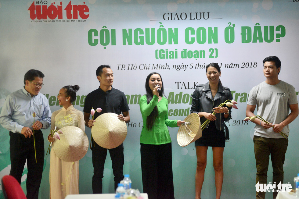 Vietnamese adoptees Hien Munier (second left), Aurelien Malnoury (third left), Amandine Durand (second right) and Adrien Rieu (R) perform a Vietnamese song at an event in Ho Chi Minh City on November 5, 2018. Photo: Tuoi Tre