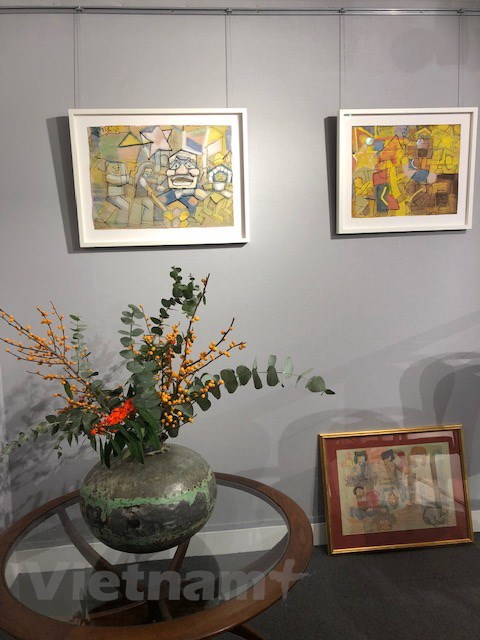 Paintings by late Vietnamese artist Nguyen Tu Nghiem are on display at Asia Week at Design Centre Chelsea Harbour in London. Photo: Vietnam News Agency