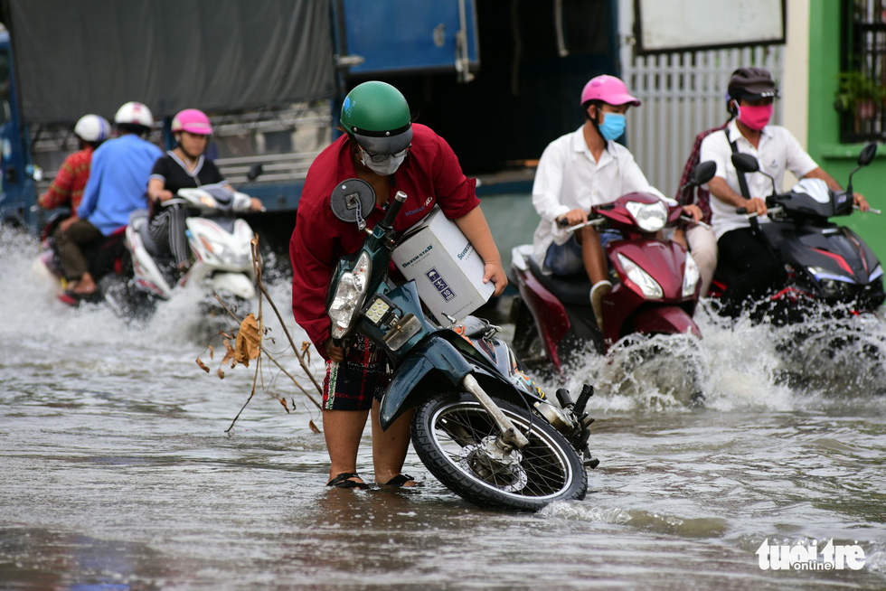 Residents grapple with tidal flooding in Ho Chi Minh City