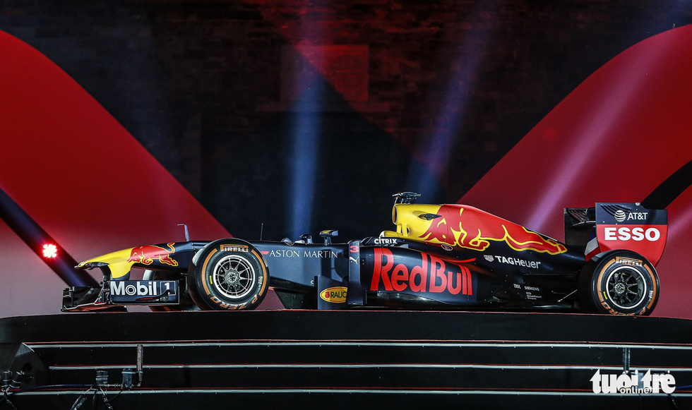 An F1 car is seen at a conference in the Vietnamese capital on November 7, 2018. Photo: Tuoi Tre
