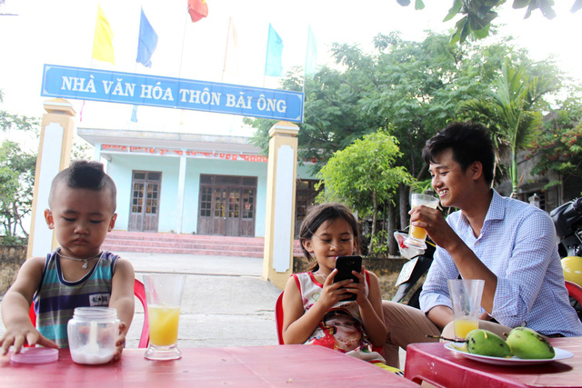 Villagers say no to straws and other single use plastic products. Photo: Tuoi Tre