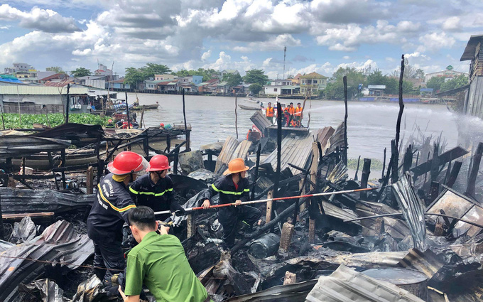 Fire guts houses near iconic floating market in Vietnam's Mekong Delta