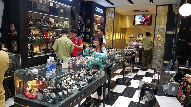 Market watchdog officers are seen at the Duc Dong Ho watch shop in Ho Chi Minh City. Photo: Tuoi Tre