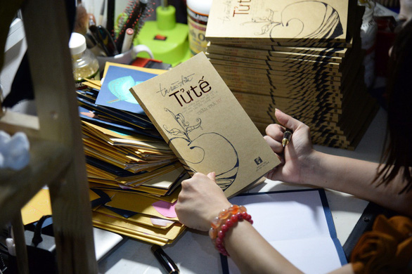 Disabled Vietnamese author publishes 4th book