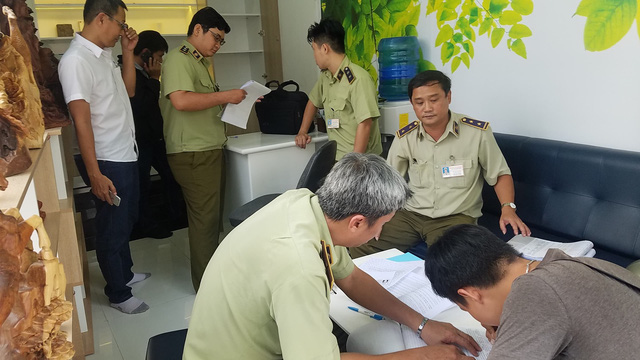 Market watchdog officers examine the Nam Dang Company in Ho Chi Minh City. Photo: Tuoi Tre