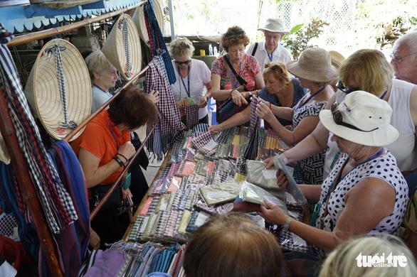 Weaving village in Vietnam's Mekong Delta stands test of time