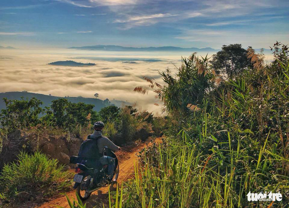 A motorcyclist on his way to the top of Dai Binh Mountain in Bao Loc City. Photo: Le Van Cuong